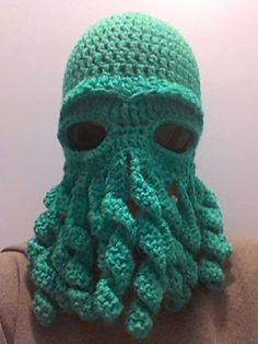 omg hilarious Cthulhu mask. In case you are unfamiliar these are octopus headed monsters found in MMO games and anime. FREE crochet pattern on Ravelry