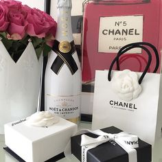 Image shared by Champagne. Find images and videos about chanel, coiled up and gifts on We Heart It - the app to get lost in what you love. Champagne Party, Champagne Bottles, Expensive Champagne, Moet Chandon, Luxe Life, Sugar Baby, Reasons To Smile, Rich Girl, Luxury Living