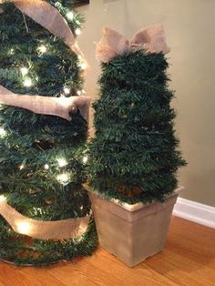 Large DIY Outdoor Christmas Trees from Tomato Cages #DIY  #Christmas #HomeDecor #Holiday #Burlap