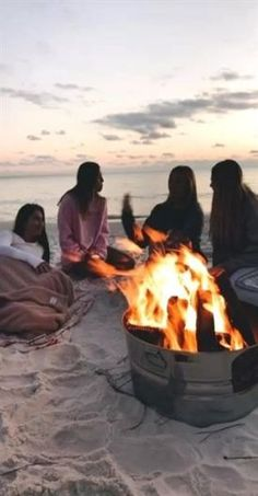 These flirty travel friends adventures bffs ideas Trendy travel friends adventure bffs ideas These flirty travel friends adventures bffs ideas Summer Vibes, Summer Nights, Cute Friend Pictures, Best Friend Pictures, Friend Pics, Bff Pics, Happy Pictures, Life Pictures, Shotting Photo