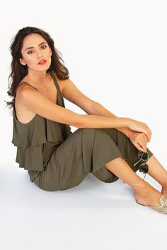 For an evening city stroll or an early drink with a friend! Body Measurements, Full Body, Casual Looks, Ruffles, Elastic Waist, Jumpsuit, Ruffle Blouse, Drink, City
