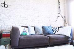 Appartement flat scandinave nordic blog DECOuvrir Montpellier interior design decoration sofa canapé pillow living room