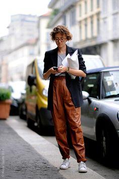 Milan – Street Life.  #Italy, #Fashion, #Italia #MFW, #Milan, #MilanFashionWeek, Milano,#Moda  #Mode, #SS15, #Street, #StreetStyle, #Woman Photo © Wayne Tippetts