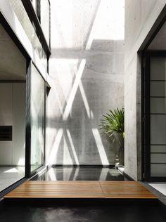 Belimbing Avenu / hyla architects; photo by Derek Swalwell, patterns of sunlight