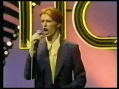 Watch David Bowie Get Down on Soul Train (1975)   Boing Boing   ****