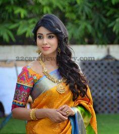 shriya-saran-kundan-gold-set.jpg (493×554)