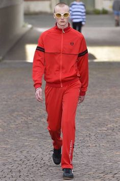 See all the Collection photos from Gosha Rubchinskiy Spring/Summer 2017 Menswear now on British Vogue Best Mens Fashion, Dope Fashion, Fashion Week, Fashion Show, Runway Fashion, Milan Fashion, 90s Fashion, Fashion Ideas, Fashion Inspiration