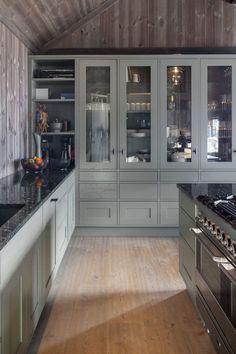 Kitchen Room Design, Living Room Kitchen, Kitchen Interior, New Kitchen, Log Home Kitchens, Modern Farmhouse Kitchens, Mountain Cabin Decor, Chalet Design, Cabin Chic