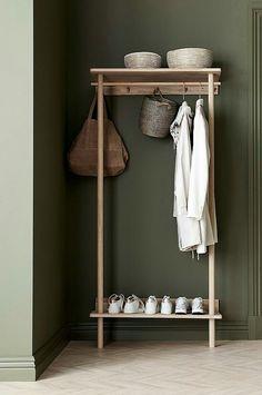 un meuble porte manteau et range chaussures pour meubler astucieusement l entre