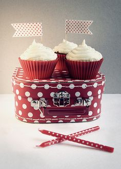 Polka dot party....reminds me of minnie :-)  love red and white polka dots!!