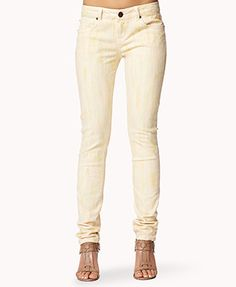Love the peachy tint to these jeans :)