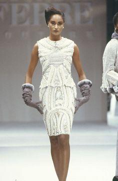 Fondazione Gianfranco Ferré / Collections / Woman / Couture / 1988 / Fall / Winter