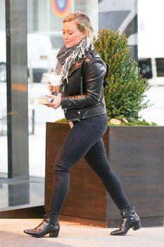 Hilary Duff in Black Jeans - Photo Hilary Duff 2016