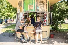 A small Helsinki cafe in the suburb of Käpylä that captured the heart of an Australian Photographer. The story of how Käpylän Kiska created a community.