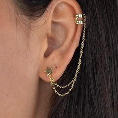 Pretty Ear Piercings, Ear Peircings, Ear Jewelry, Cute Jewelry, Stylish Jewelry, Fashion Jewelry, Ear Chain, Accesorios Casual, Cartilage Earrings