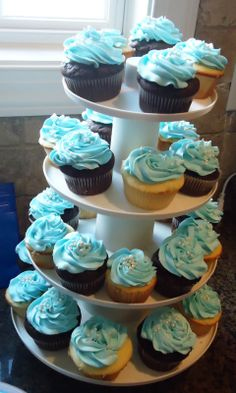 Baby shower cupcakes for boys Baby Cupcake, Cupcakes Para Baby Shower, Cupcakes For Boys, Baby Shower Desserts, Cupcake Cookies, Baby Shower Cakes, Baby Boy Shower, Cupcake Ideas, Baby Shower Souvenirs
