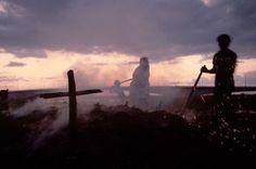 Alex Webb. San Pedro de Macoris 1980 Charcoal burning