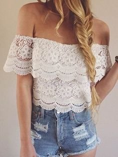 http://fr.romwe.com/Ruffle-Off-The-Shoulder-Crop-Lace-Top-p-160824-cat-670.html?utm_source=mlle-chamalow.com