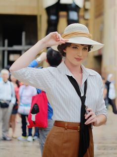 Evy Carnahan, Archaeologist. Holy crap, I would dress this way all the time if I could.