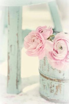 Shabby Chic with Spring flowers in a pretty pink pastel shade Pink Flowers, Beautiful Flowers, Pink Peonies, Ranunculus Flowers, Vintage Flowers, Pink Petals, Shabby Flowers, Vintage Pink, Vintage Decor