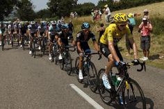 Team Sky keeps the break in check for Chris Froome. Photo: © AFP Photo