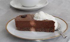Allt om LCHF.nu: Chokladmoussetårta med mandelbotten LCHF