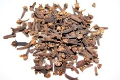 Study Confirms Clove Oil Works Better than benzocaine at Relieving Tooth Pain (Clove Essential Oil Method) Natural Spice, Natural Oils, Home Remedies, Natural Remedies, Cloves Benefits, Halitosis, Ayurvedic Practitioner, Mouth Sores, Clove Essential Oil