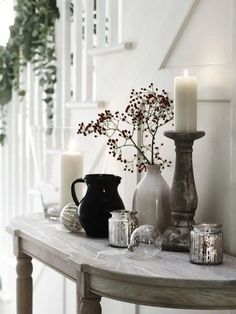 Decorate for the holidays on a budget with beautiful nature inspired Christmas decorations. You'll find an abundance of ideas from scavenged items. Country Winter Decorations, New Years Decorations, Country Decor, Country Living, Hanging Decorations, Christmas Themes, Christmas Decorations, Christmas Gifts, Happy New Home