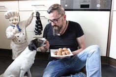 Na also...endlich habe ich mich mal dazu durchgerungen im TM5 Hundekuchen herzustellen und ich muss sagen ich mache das ab sofort öfter. Unsere kleine, 10 Jahre alte Parson Russell Terrier Dame Zhora liebt die Dinger jetzt schon abgöttlich. Alleine dafür hat es sich schon gelohnt. Was tut man nic