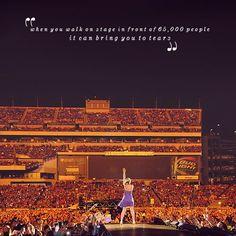 """"""" quando cammini di fronte a 65.000 persone, puoi arrivare a piangere. """"  - TS"""