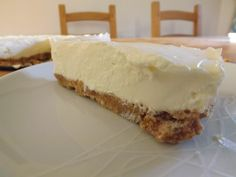 Easy Lemon Cheesecake, really creamy and really delicious! visit www.easyhomemadecakes.com for the recipe!