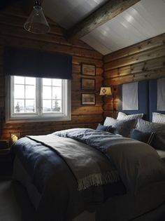 Pale Blues in a Norwegian cabin bedroom / Interior: Siv Munkeberg Burn / photo: Mona Gundersen Big Bedrooms, Home, Bedroom Interior, Luxurious Bedrooms, Farmhouse Interior, Cottage Interiors, Cabin Living, Rustic Bedroom, Cabin Bedroom