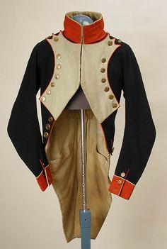 Habit d'Officier (Sous-lieutenant) du 30e de Ligne de grande tenue, Musée Historique de Moscou. N° d'inventaire : 68257/10475T-I62. Il semblerait que le propriétaire de cet habit était le célèbre François (qui a sauvé l'Aigle du Régiment pendant la campagne de Russie) . Comme celui-ci est arrivé au corps à la fin de l'année 1810, cet habit doit donc être daté de la période 1810-1812