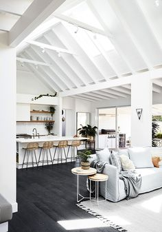 Utilize these interior decor ideas to perk up your house and give it new life. Home designing is enjoyable and will change your house into a home whenever you learn how to get it done. White Home Decor, Diy Home Decor, Decoration Bedroom, Beach House Decor, Modern Interior Design, Contemporary Interior, Interior Ideas, Home Decor Styles, Interiores Design