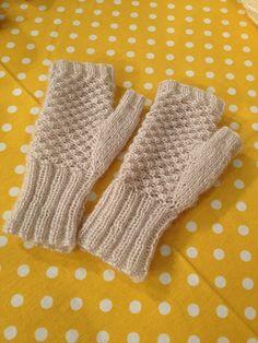 Derya Baykal Glove Making Fingerless Gloves Crochet Pattern, Fingerless Gloves Knitted, Crochet Mittens, Knit Crochet, Free Knitting, Knitting Patterns, Striped Gloves, Wrist Warmers, Type 1