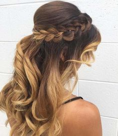 What about your Christmas rediness? Now we'll serach some beauty tips for your New Year's Eve. Finshing your xmas to join next festive. How will you be cele Formal Hairstyles, Braided Hairstyles, Cool Hairstyles, Short Hair Hacks, Short Hair Styles, Beauty Secrets, Beauty Hacks, Beauty Tips, New Year Hairstyle