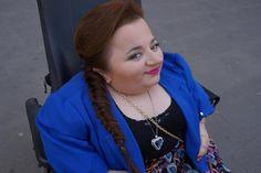 Widzieliście tę vlogerkę? Uwierzcie nam, jest niesamowita! :)  Czy stereotypy na temat tego, że osoby niepełnosprawne nie mogą pracować, rozwijać się zawodowo nadal istnieją?  Co sądzicie o takiej aktywności? :) #MójRozwójOsobisty #Projekt6