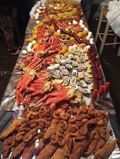 ideas seafood buffet ideas holidays for 2019 Seafood Boil Party, Seafood Boil Recipes, Seafood Dinner, Seafood Broil, Blue Crab Recipes, Cajun Seafood Boil, Lobster Boil, Seafood Buffet, Boiled Food