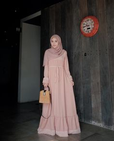New Baju Kondangan . Bahan : wolfis mix organza dot Ukuran : A. Abaya Fashion, Modest Fashion, Fashion Dresses, Modest Dresses, Modest Outfits, Moslem Fashion, Hijab Style Dress, Mode Abaya, Muslim Women Fashion