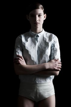 White shirt with textured cube patterns - fabric manipulation; innovative textiles for fashion design // Alba Prat Origami Fashion, 3d Fashion, Fashion Details, Look Fashion, High Fashion, Fashion Trends, 3d Printed Fashion, Fashion Designer, Fashion Fabric