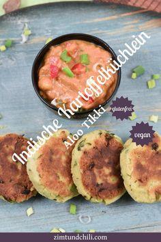 INDISCHE KARTOFFELKÜCHLEIN - ALOO TIKKI Indische Kartoffelküchlein sind Streetfood aus Indien. Sie werden aus gekochten Kartoffeln gemacht und das Rezept ist vegan. Die Aloo Tikki werden in der Pfanne gebraten oder im Airfryer zubereitet. Sie schmecken als Beilage oder als Snack mit einem Dip. Rezept mit Video. #KartoffelküchleinRezept #Kartoffelküchleinindisch #AlooTikkiRezept #AlooTikkiChaat #glutenfreieRezepte #SnackRezepte #StreetfoodRezepte #VideoRezepte #BeilagenRezepte #AirfryerRezepte Slow Food, Going Vegan, Chili, Clean Eating, Party Ideas, Vegetables, Recipes, Indian, Snack Recipes