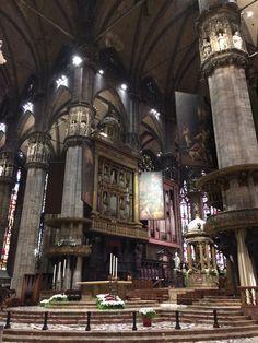 Duomo di Milano. A majestosa catedral em estilo gótico de Milão, na Itália, fica bem no centro da cidade. É linda por fora e por dentro, vale a pena encarar a fila para conhecê-la. Mais em www.wayway.com.br #church #milano