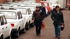 DDR-Autos: Arbeiter von Wartburg in Eisenach kurz vor Ende der Produktion