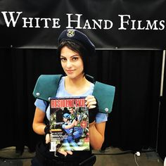 #stanlee #comiccon Day2: Show up in any #dccomics cosplay to the #InjusticeForAll Joker origin story #fanfilm at #GeekFest (Sunday 12-1pm room 411) and to enter to win this #ResidentEvil #comicbook! @whitehandfilms @donavandarius Booth 2007