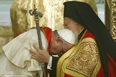 Francesco a Istanbul invoca l'unità dei credenti, poi chiede a Bartolomeo I di benedire lui e la Chiesa di Roma | The Horsemoon Post