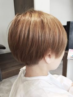 ホワイティアッシュ×ショートマッシュ/air-Jをご紹介。2018年夏の最新ヘアスタイルを300万点以上掲載!ミディアム、ショート、ボブなど豊富な条件でヘアスタイル・髪型・アレンジをチェック。 Tomboy Hairstyles, Cute Hairstyles, Short Styles, New Haircuts, Short Hair Cuts, Salons, Bob, Hair Beauty, Pretty