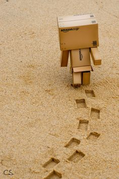 Let's make an new story as 2020 going to start with new folders. Danbo, Box Robot, Tv Head, Amazon Box, Cute Box, Little Boxes, Box Art, Creative Photography, Cute Wallpapers
