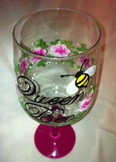 QUEEN BEE & ROSEBUDS WINE GLASS