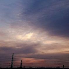 冷たい北風寒い ちょっとだけ見える青い空  #朝 #空 #朝空 #曇り #雲 #寒い #冬空  #morning #sky #cloudyday #clouds #winter #japan #landscape #instaoftheday #picoftheday #photooftheday