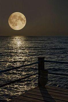 Fabulous Full Moon Photography To Keep You Fascinated - Bored Art Moon Moon, Moon Rise, Blue Moon, Stars Night, Good Night Moon, Stars And Moon, Night Light, Moon Shadow, Sombra Lunar